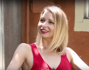 Elizabeth Banks' Whohaha-How To Handle a Frenemy