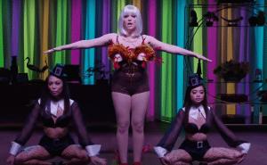 Elizabeth Banks' Whohaha-Rachel Bloom Anthem