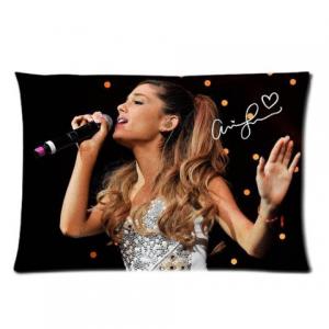 Elizabeth Banks' Whohaha-Ariana Grande
