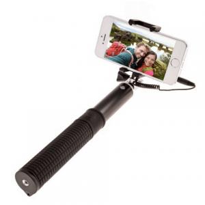 Elizabeth Banks' Whohaha-Selfie Stick