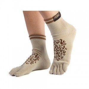 Elizabeth Banks Whohaha-Hobbit Feet