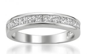 Elizabeth Banks Whohaha-Wedding Ring