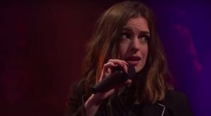 Elizabeth Banks Whohaha-Rap Battle Anne Hathaway
